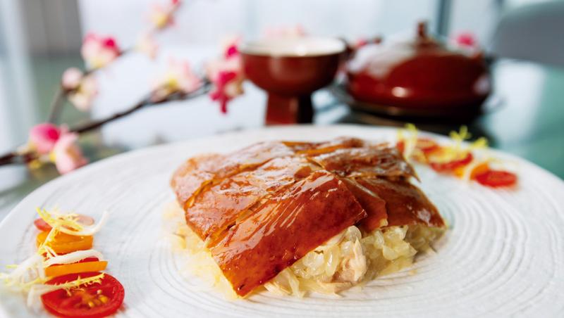 柚子片皮手撕雞因為有白柚增添酸甜,味道更為提升。