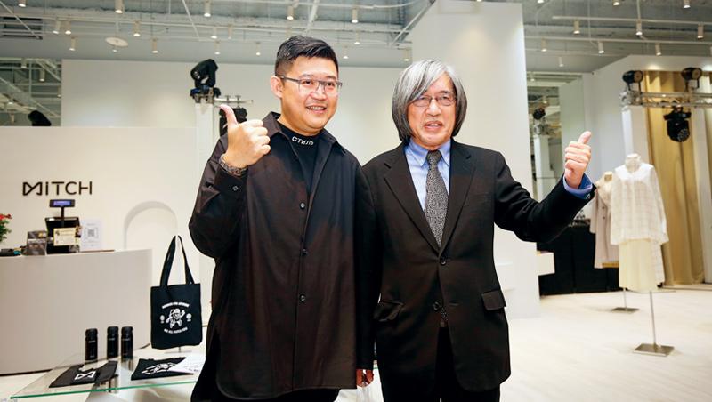 網家董事長詹宏志(右)和執行長蔡凱文(左)為覓去實體店開幕站台,開啟跨足垂直電商起點。
