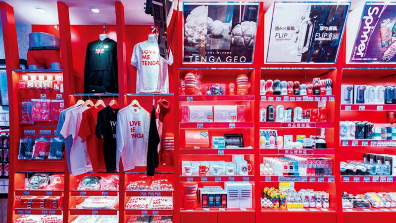 Tenga台南店(圖)參考藥妝店的貨架陳列設計,強調明亮、簡潔,不同品項都有專屬的擺放區域。