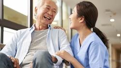 外籍看護終究是過渡方案…高齡化的台灣得「一起養老」,怎麼做才能有幸福晚年?