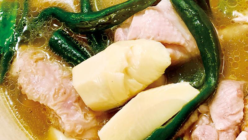 筍咖仔 筍咖仔是竹鄉逸品,嬌小細緻,比冬筍鮮脆可口,煮剝皮辣椒雞湯尤佳,清香芳美,悅目暖胃。