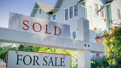 失業率攀高、百業蕭條⋯美國人卻「瘋買房」?背後原因,不只是因低利率
