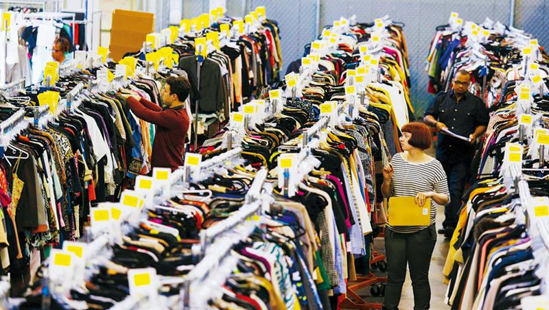 疫期人們因經濟較困難,在二手網站上清空衣櫥賺額外收入,也會上網買二手便宜貨,加上年輕人觀念改變,二手時尚成為趨勢。