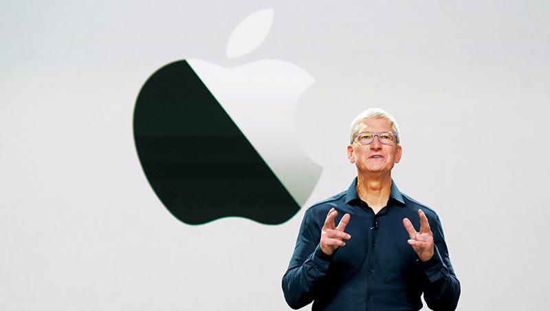 儘管在庫克(圖)領導下,蘋果沒有開發出像iPhone這樣開創性的產品,但他帶領蘋果登上市值2兆美元的顛峰,成績單依舊亮眼。