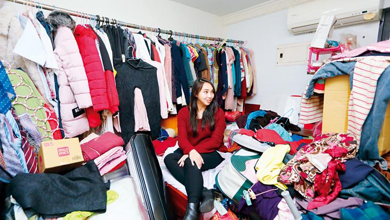這是菲菲從小長大的房間。4年前,她懷孕期間也回老家安胎休養;如今已成全家人的衣櫥。