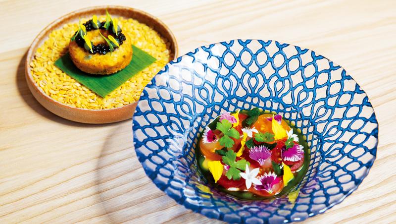 印度番茄蔬菜湯與炸扁豆改良製作成鹹鹹圈,並搭配繽紛蘸醬。