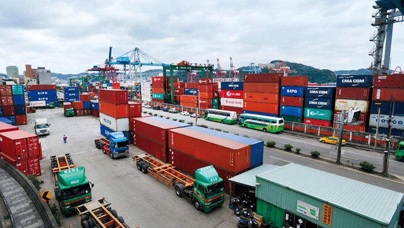 雖然台灣在正式經貿協定上可能受限,但身處全球供應鏈的重要一分子,民間貿易合作也可望加溫。