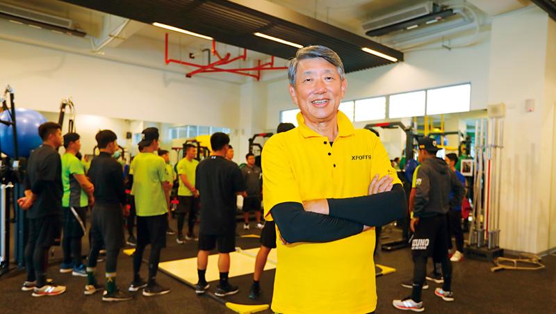 崇越董座郭智輝(前)開啟新斜槓品牌Xports,鎖定專業球員和高端客群,進行個人化運動訓練。