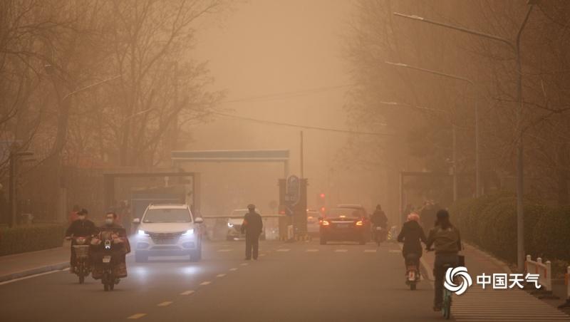 中國北方因為沙塵暴,能見度不到1公里。