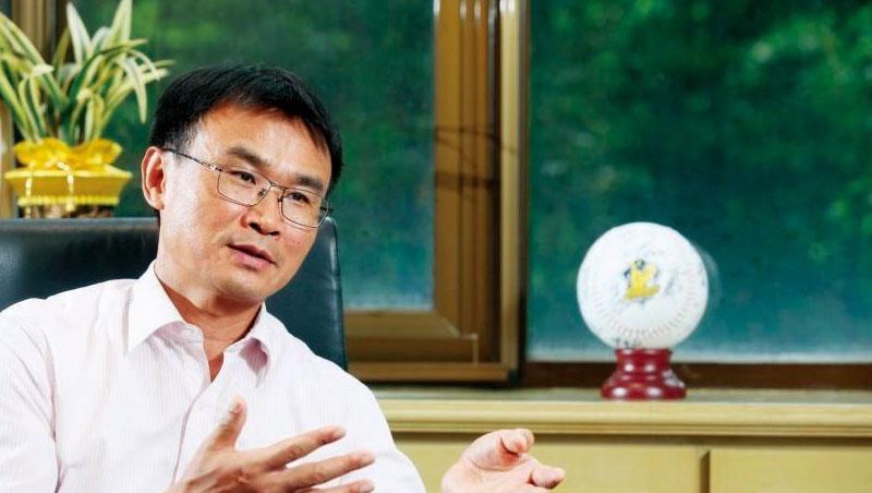 「透過外銷SOP來要求(產業),提升品質,才是農業真正要前進的方向,」陳吉仲認為,要趁危機打開台灣水果外銷之路,完整供應鏈各個環節,才是重點。