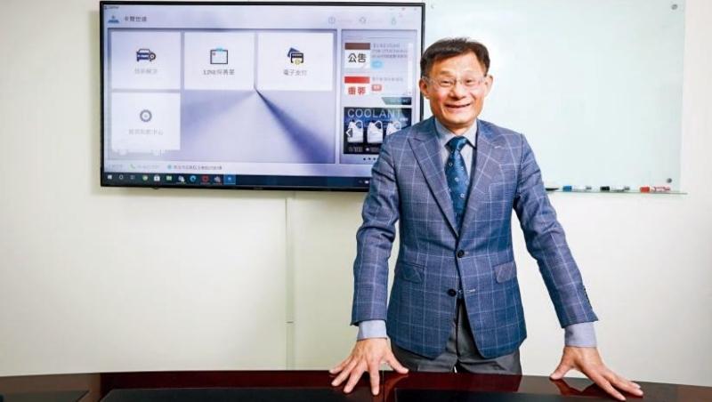 卡爾世達總經理黃遠明,替保修師傅打造出資料庫,提供各種車款的線路圖、零件位置和維修案例說明,就像一名虛擬顧問。