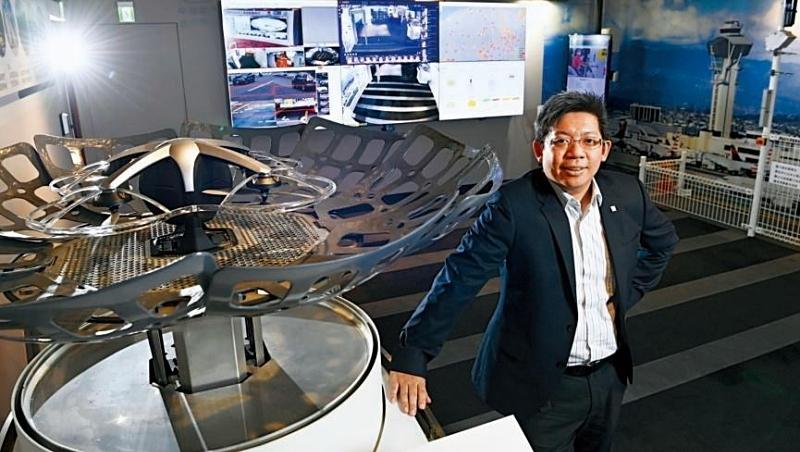中保科技智慧城展示中心內,林建涵秀出無人機自動起降基地,強調自家戰績是長期練兵的累積。
