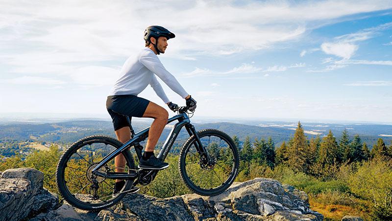 保時捷和eBike製造商Rotwild共同研發電動自行車,靈感來自保時捷Taycan的線條,其中1款越野自行車能適應崎嶇地形。