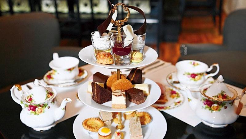 茶是英國人的社交媒介,上流社會、公司職場、休閒場合無茶不歡,也衍生下午茶文化。