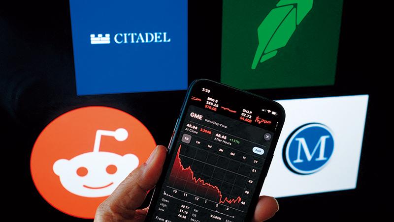 美國散戶聚集在社群平台Reddit上討論,和大型對沖基金Citadel及MelvinCapital對作,推升GameStop等低價水餃股的股價。