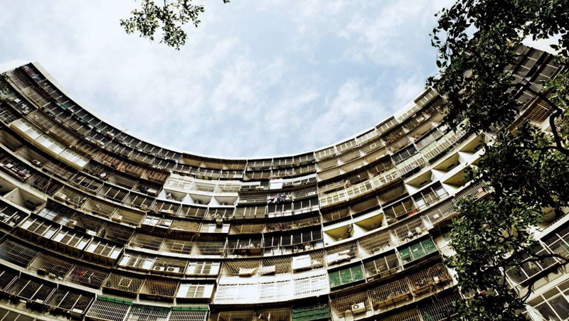 果貿國宅社區前身是眷村,鳥籠蜂窩式環狀建築別具特色,被稱為「高雄小香港」。
