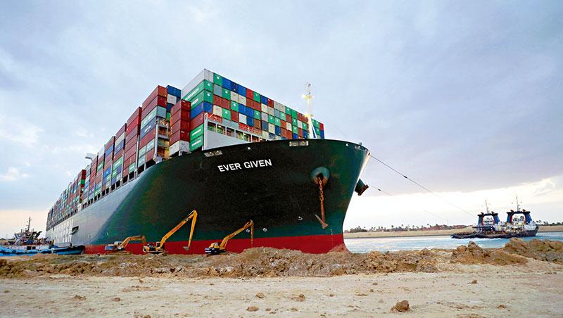 長賜號擱淺近1週後脫困,這起事件也讓全球航商與供應鏈重新思考彈性與避險模式。