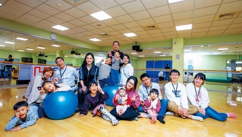 鴻海生育補助居台企之冠,每位小孩每月1.5萬元,為的就是留才,員工說:「鴻海跟以前不一樣了。」
