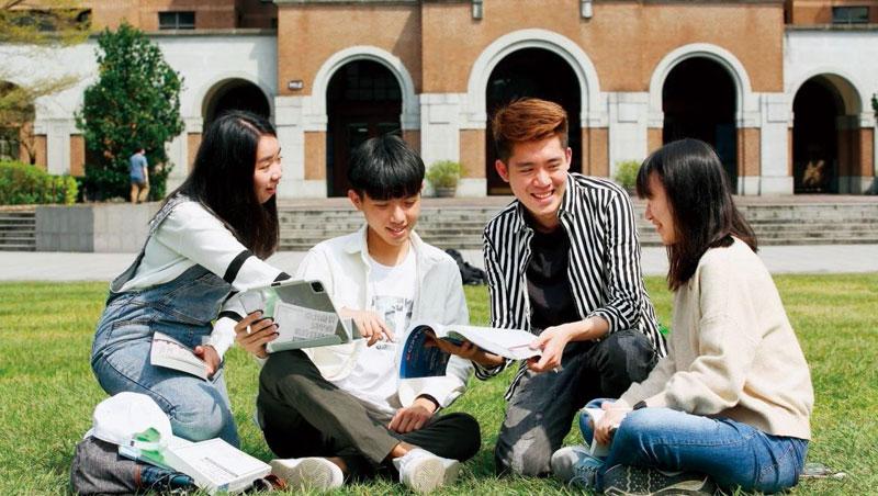 台大證券研究社成員科系背景多元,也有不少社員來自文學院,反映年輕人投資風氣益盛。