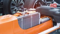 更輕巧、更快充飽電、更安全!但為何特斯拉絕口不提「固態電池」?