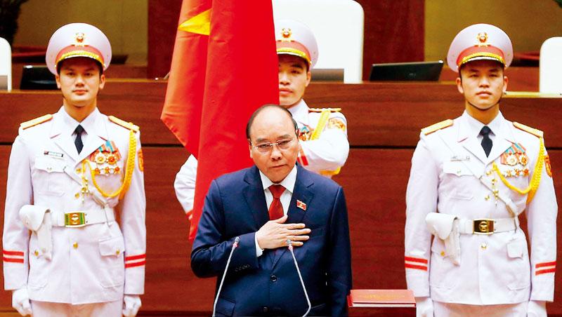 「希望到2045年、建國100週年時,我們能躋身高收入國家。」新任越南國家主席阮春福說。他可望延續親商路線,吸引外資