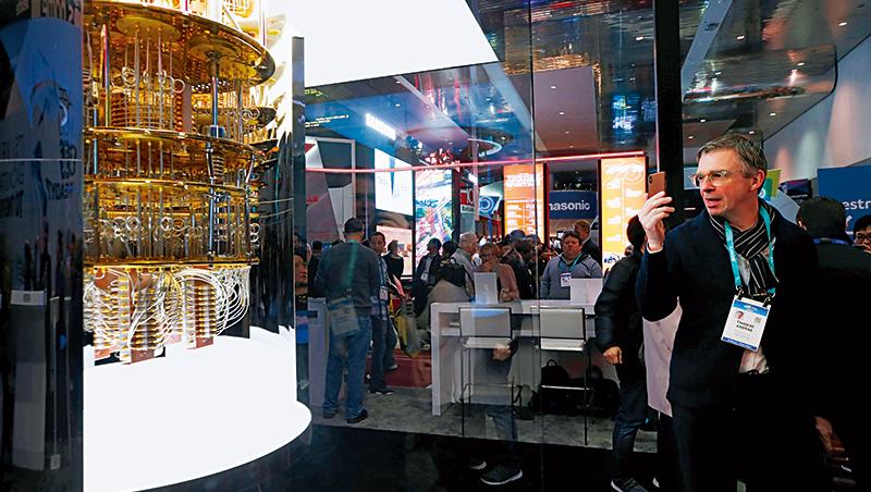 2019年國際消費電子展上,IBM展示其量子電腦IBM-Q-System-One的模型,克里夫蘭醫學中心成為第1個安裝該量子電腦的私營機構。