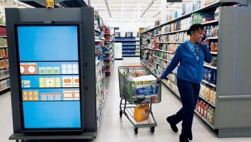 實體店設電子看板方便顧客比價找貨,是沃爾瑪試圖從電商手中搶回顧客的專案,而各種專案累積的跨部門溝通問題,最後導致兩位執行長離職