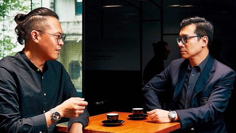 光隆精密董事長呂皇甫(右)與金光鐘錶總經理龔家賢(左)
