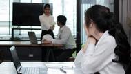 說話被打斷、聚餐被冷落…可能是你的「職場偽焦慮」搞鬼!3招克服