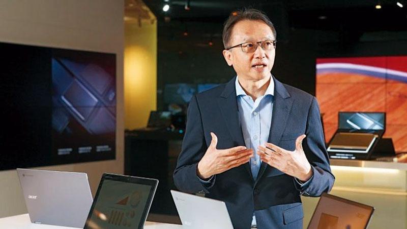 陳俊聖是科技業漲價潮中,首名剖析全局的大老。談到價格哄抬,他說:「很多中小型盤商,就是標準的蟑螂!」