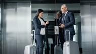 在電梯遇到主管...問你「最近還好嗎?」最佳回答是什麼?