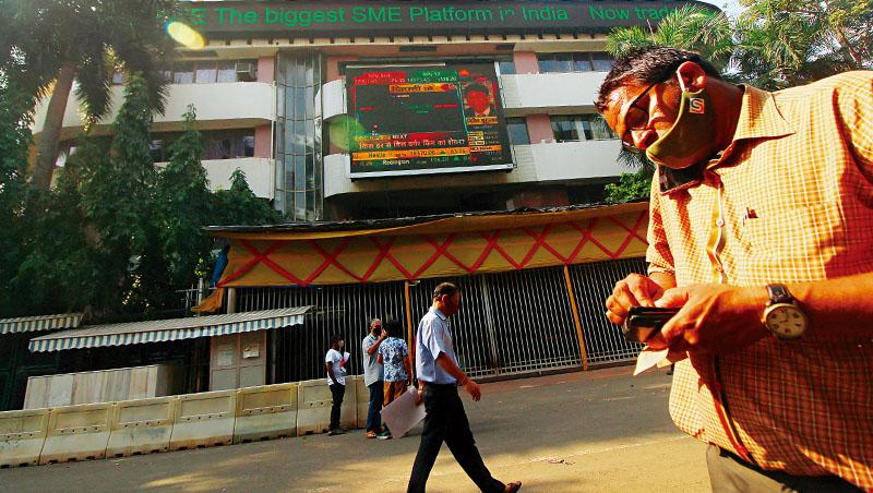 印度遭第二波疫情衝擊,導致外資資金開始流出,疫情何時趨穩,將是印度股市能否續漲的關鍵