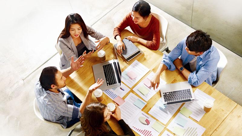 會議座位不能隨便坐,可依會議目的,實行對峙位、親切位等入座方式
