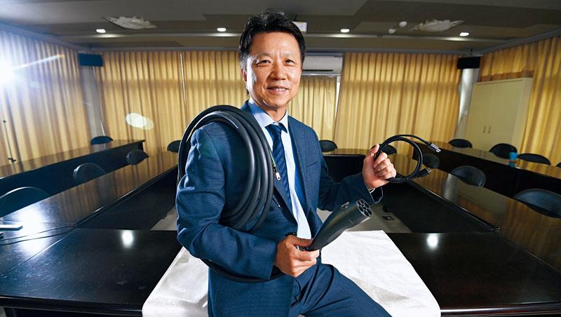 鴻碩董事長張利榮