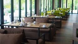 全國餐飲業5月單日業績月減74%!店家要怎麼活用LINE守住和熟客的互動?