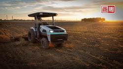 農夫不用出門也能種田?全球第一台電動無人拖拉機,用App就能操作