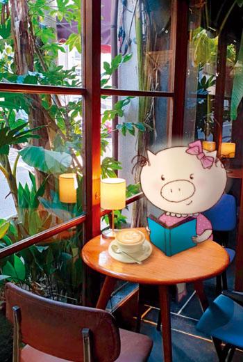 梁旅珠創作出「旅行豬豬」角色,結合京都咖啡館照片