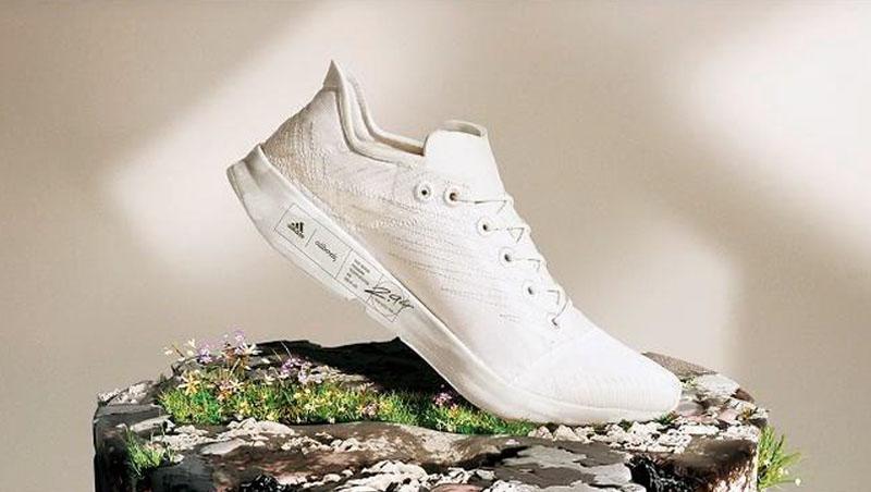 阿迪達斯和Allbirds研發出世界上最環保的鞋,雖然無染色,鞋面純化過程去除了自然色,意外符合基本又百搭的運動鞋樣貌