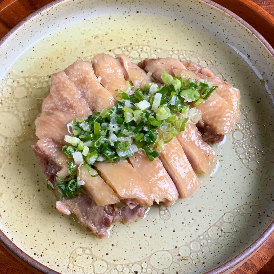 夏日電鍋料理》蔥油雞