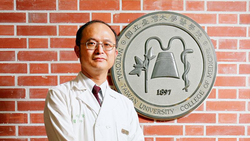 台大醫院院長、台灣內科醫學會秘書長吳明賢