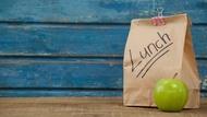 買過星巴克的人就知道!Brown bag是棕色紙袋,當成動詞意思是?