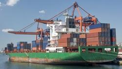 貨櫃航運費率失控 英業者:得準備空白支票爭奪船隻