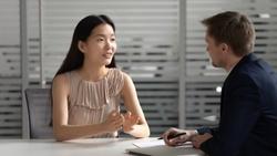 動盪時期,如何用談話安定人心?3個方法,讓你的聲音「暖起來」