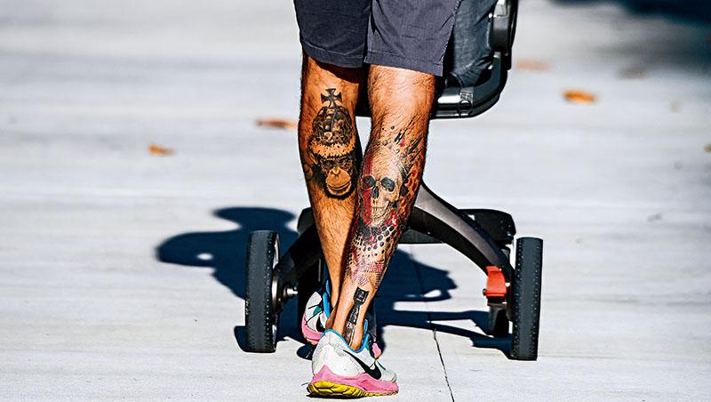 心理學家說,疫情中人們面臨孤獨與壓力,等於放了一個非自願的心靈長假,刺青成為人們自我表達的新方式