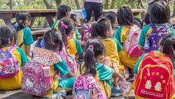 快訊》降至二級警戒!幼兒園、安親班16行業開放,全程仍須戴口罩、實聯制