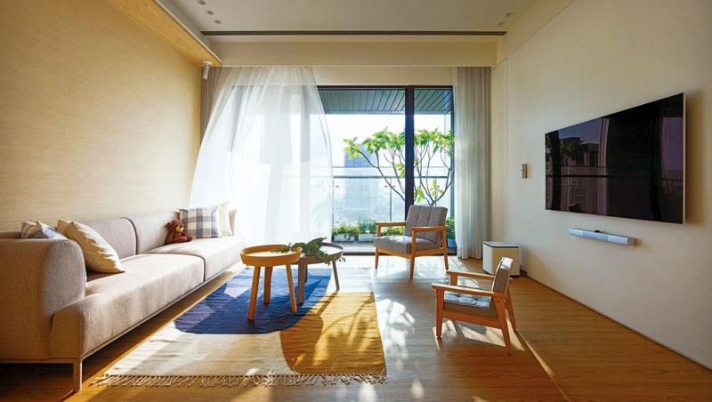 打開家中窗戶,維持空氣流通,半遮光窗簾避免陽光直射