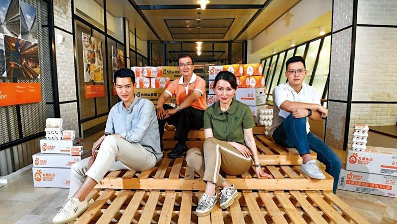 山水畜產董事長林鳳春(右2)、總經理魏尚將 (左2)