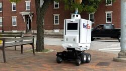 「無人物流」再下一城!會看路況,還會爬樓梯⋯FedEx送貨機器人來了