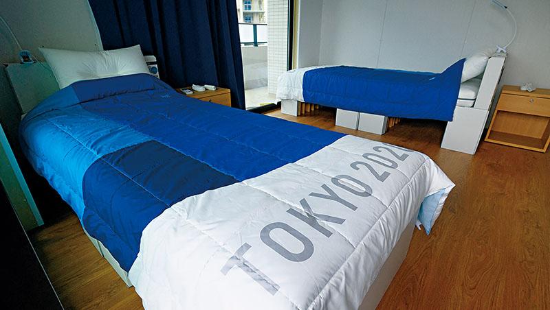 這張「不中看、卻很中用」的單人紙板床長210公分、寬90公分,據說製造商愛維福會長在家試睡了至少1年以上