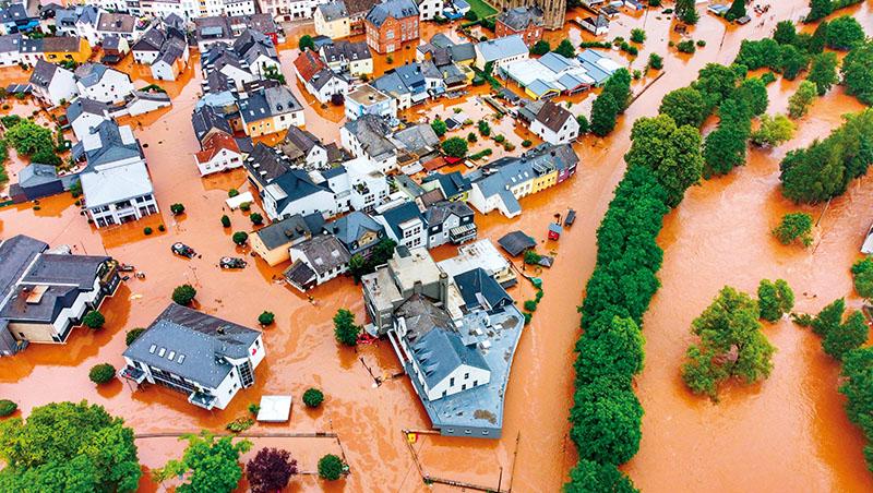 極端氣候影響下,無人能全身而退。西歐富國今年也遇上「百年洪災」,死傷慘重